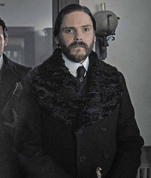 daniel-bruhl-the-alienist-laszlo-kreizler-trench-coat