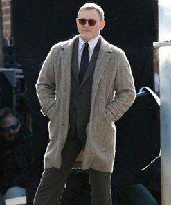 benoit-blanc-coat