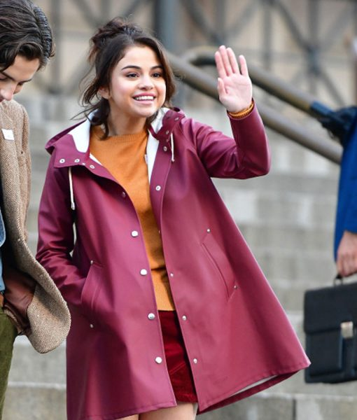 selena-gomez-a-rainy-day-in-new-york-chan-tyrell-coat