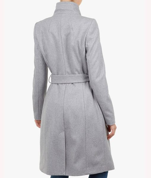 sarah-wright-spinning-out-grey-coat