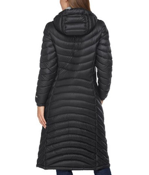 claire-dunphy-modern-family-puffer-coat