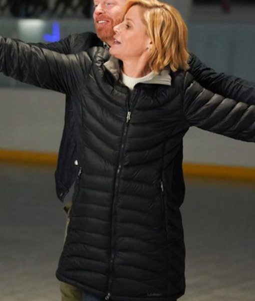 modern-family-claire-dunphy-puffer-coat