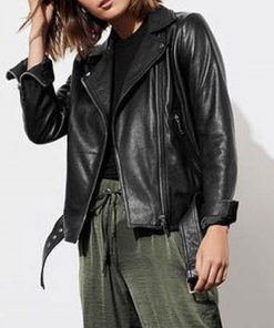 13-reasons-why-jessica-davis-black-jacket