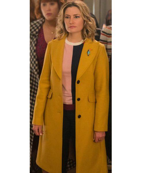 riverdale-lili-reinhart-yellow-coat