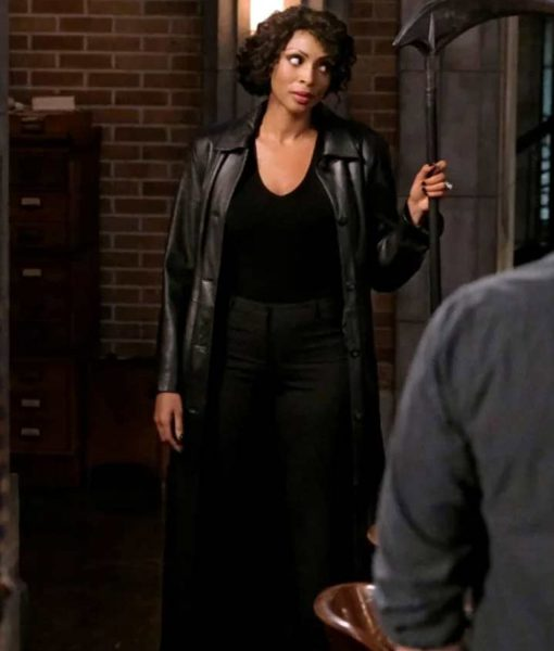 supernatural-season-15-billie-coat