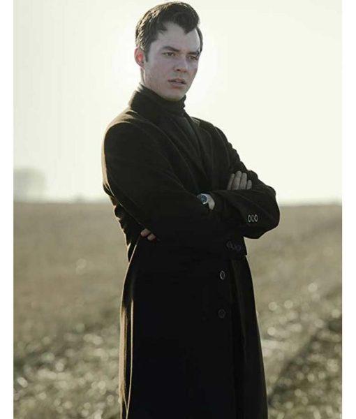 jack-bannon-pennyworth-alfred-pennyworth-coat