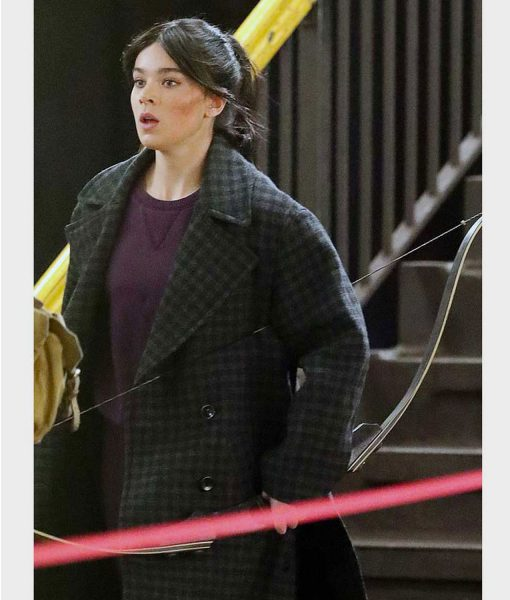hailee-steinfeld-coat