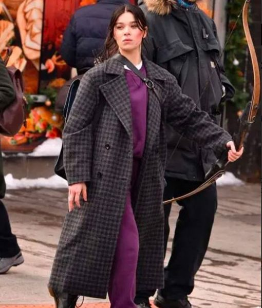 hailee-steinfeld-wool-coat