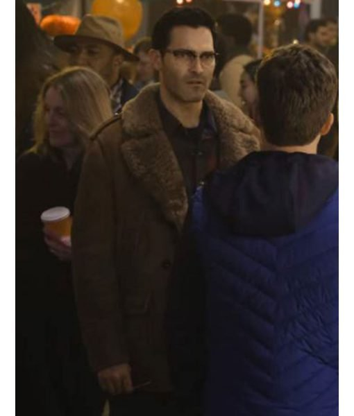 superman-and-lois-tyler-hoechlin-shearling-coat
