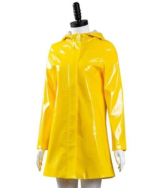 coraline-yellow-coat